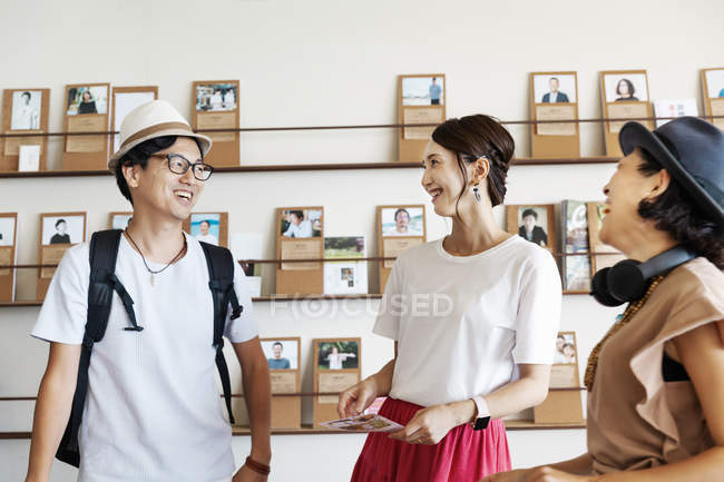 Group of Japanese professionals talking to each other in a co-working space. — Stock Photo