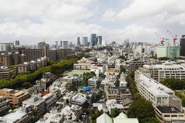 Paysage urbain de Fukuoka avec bâtiments urbains, gratte-ciel au Japon . — Photo de stock