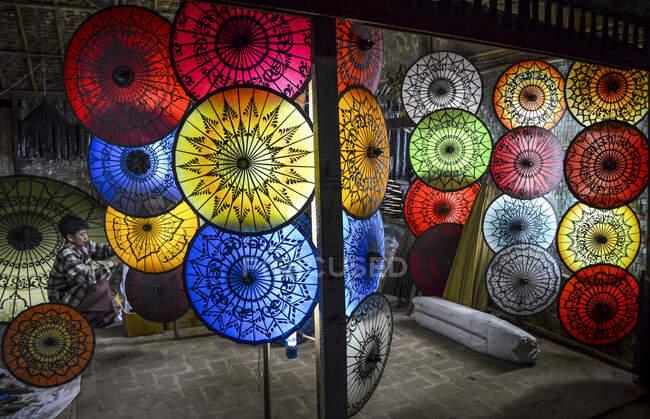 Традиційні парасольки в Бангарі (М