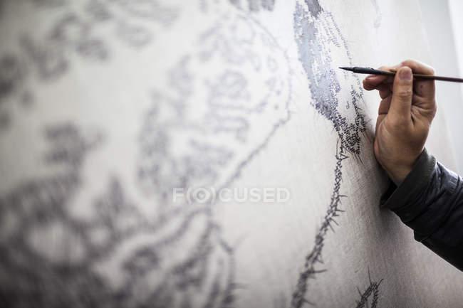 Ручний стиль роботи художника над новим живописом у студії в Далі-Сіті, провінція Юньнань, Китай. — стокове фото