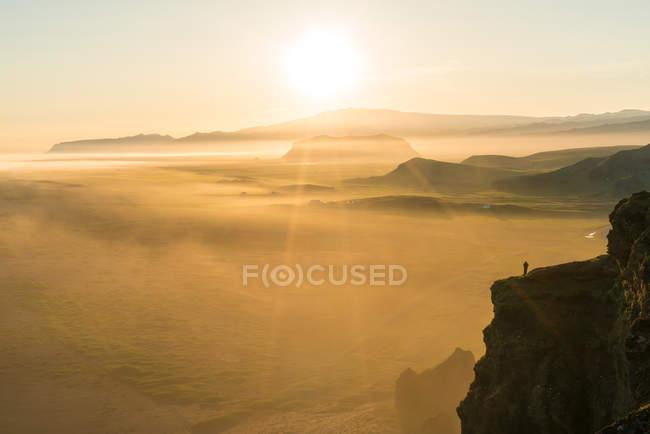 Verdura al atardecer desde la Península Dyrholaey, Vik, Islandia del Sur, Islandia. - foto de stock