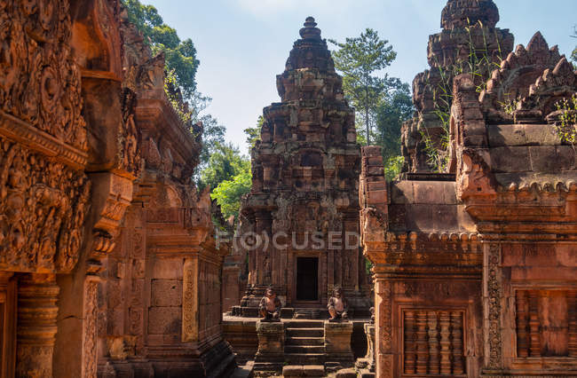 Banteay Srey ancient Cambodian temple dedicated to Hindu god Shiva, Angkor, Cambodia — Stock Photo