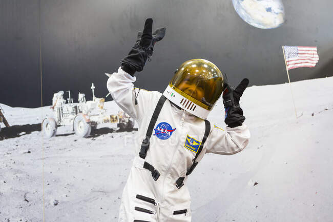 6 year old boy wearing astronaut space suit — Stock Photo