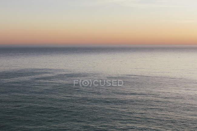 Paysage marin, vue sur l'horizon au-dessus de la surface de l'eau . — Photo de stock