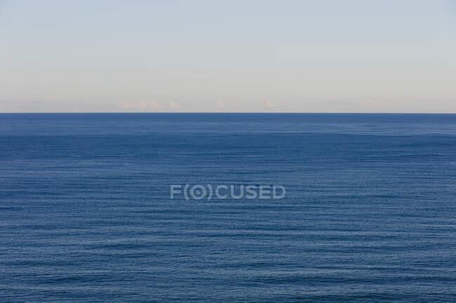 Vista dell'oceano, dell'orizzonte e del cielo all'imbrunire, costa settentrionale dell'Oregon — Foto stock