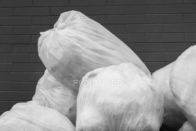 Pile de sacs en plastique pour le recyclage — Photo de stock