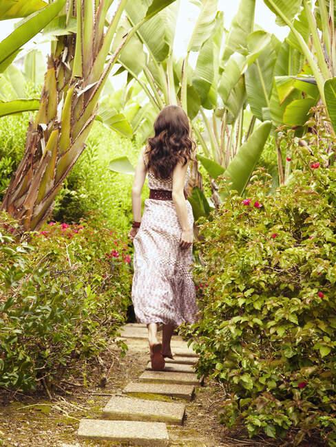 Glamorous Caucasian woman walking on path — Stock Photo