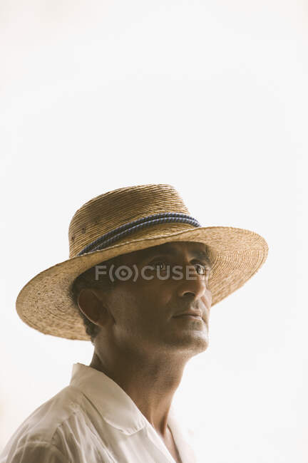 Side view portrait of man in straw hat — Stock Photo