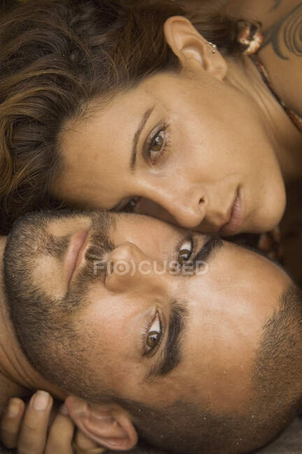 Close up of young couple faces looking at camera — Stock Photo
