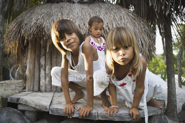 Children making faces at the camera — Stock Photo