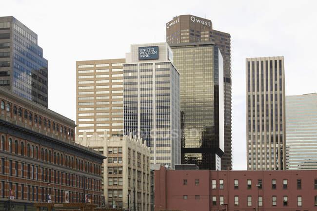 Edifici per uffici in centro città e paesaggio urbano — Foto stock