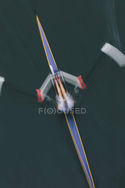 A single scull boat and rower on the water, view from above. Motion blur — Stock Photo