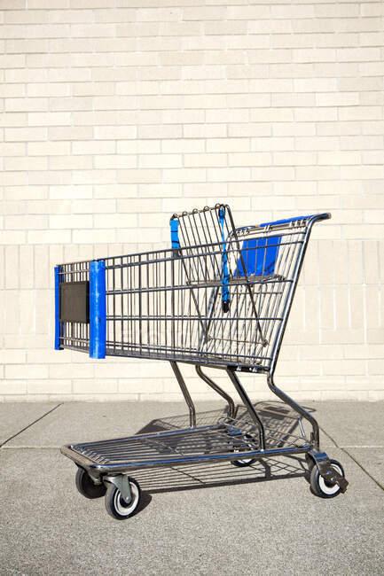 Покинутий шофер, тролейбус, метал і пластик. — стокове фото