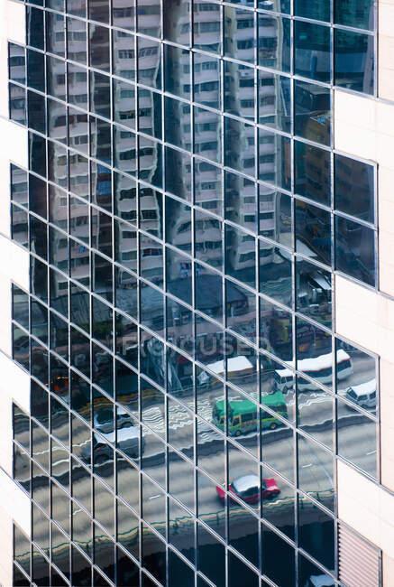 Роздуми про міський рух у висотних будівлях. — стокове фото
