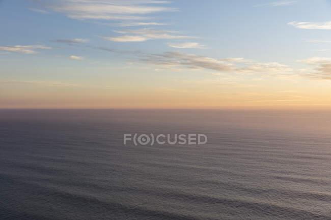 Величезний океан і небо в сутінках, Мансаніта, Орегон узбережжі — стокове фото