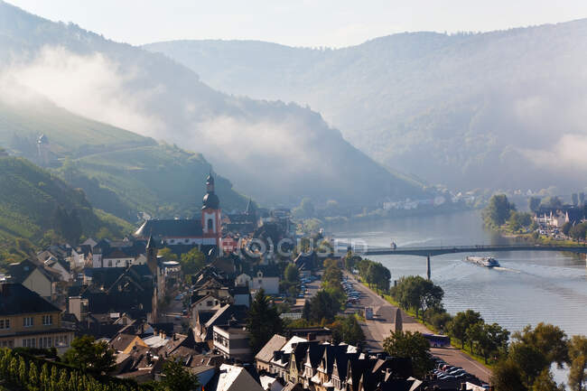 Zell, Mosel River Valley with morning mist clearing, Rhineland-Palatinate, Germany. — Stock Photo