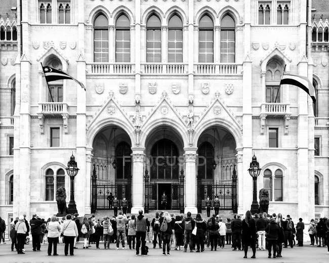 Palazzo del Parlamento ungherese, attrazione turistica architettonica, facciata rinascimentale neogotica, — Foto stock