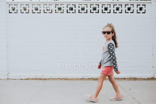 Stylish girl in walking on the street — Stock Photo