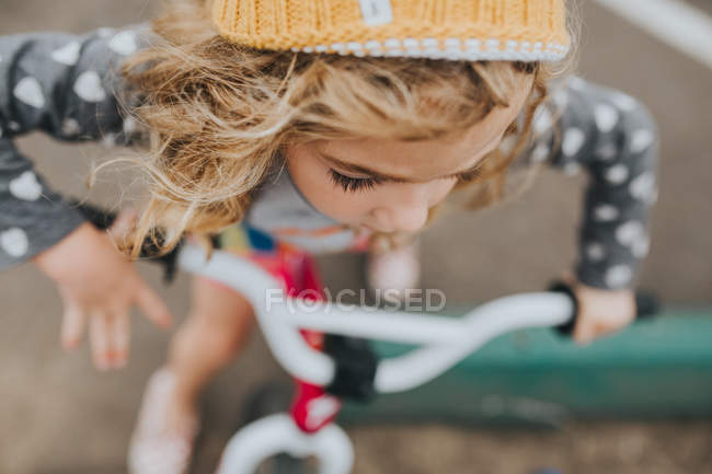 Girl riding on bicycle — Stock Photo