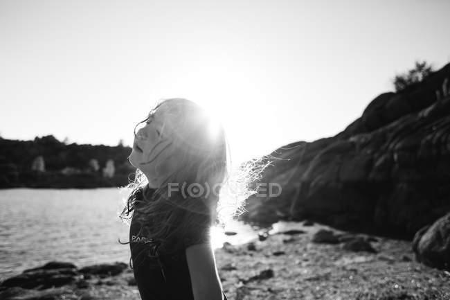 Girl in riverbank in sunny day — Stock Photo