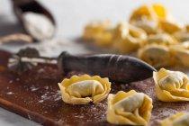 Сырые итальянский tortellinis — стоковое фото