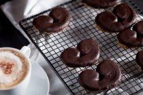 Delicioso café da manhã com biscoitos e café — Fotografia de Stock