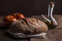 Brot, Olivenöl und Tomaten — Stockfoto