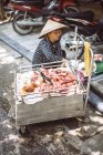 Вьетнамский-стрит рынок продавца — стоковое фото
