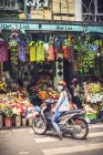 Stores selling artificial flowers in Hanoi — Stock Photo