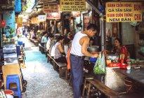 Customers on street stall in Hanoi — Stock Photo
