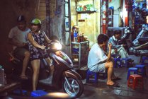People and traffic at night in Hanoi — Stock Photo