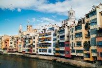 Case colorate a Girona — Foto stock
