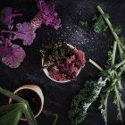 Coloridas hojas de ensalada - foto de stock