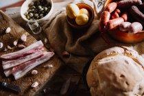 Nature morte de table avec repas — Photo de stock