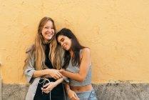 Adolescenti piuttosto sorridenti — Foto stock