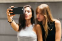 Girls taking selfie — Stock Photo