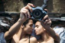 Coppia lesbica indossando lingerie — Foto stock