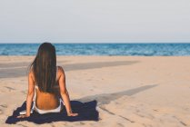 Young woman at the beach — Stock Photo