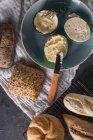 Diferentes tipos de pão — Fotografia de Stock