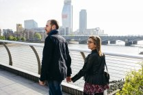 Couple walking on bridge — Stock Photo