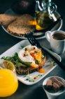 Brunch con caffè, succo d'arancia e pane tostato — Foto stock