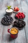 Berries, yogurt and cereals — Stock Photo
