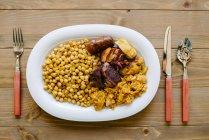 Köstliches Gericht auf den Tisch — Stockfoto