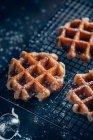 Cialde in griglia con zucchero a velo — Foto stock