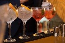 Barman preparing cocktails in pub — Stock Photo