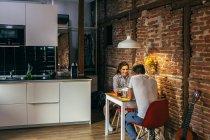 Молодая пара, Завтрак — стоковое фото