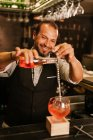 Barman Preparing a Strawberry Cocktail — Stock Photo