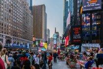 Туристы в Таймс-сквер — стоковое фото