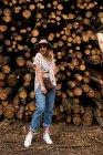 Jeune femme en vêtements — Photo de stock