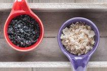 Verschiedene Arten von Lebensmitteln grobes Salz — Stockfoto